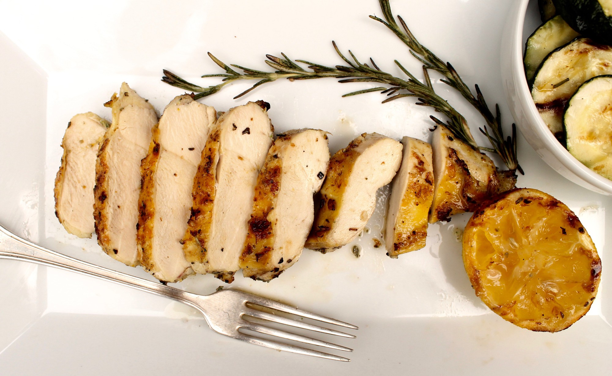 lemon-rosemary_grilled_chicken_-_grace_parisi_6d45fffd0fea140cbfafd84880ff4292