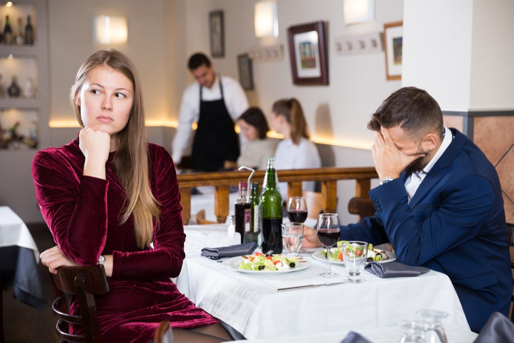 Couple-Fighting-at-Restaurant-1024x683