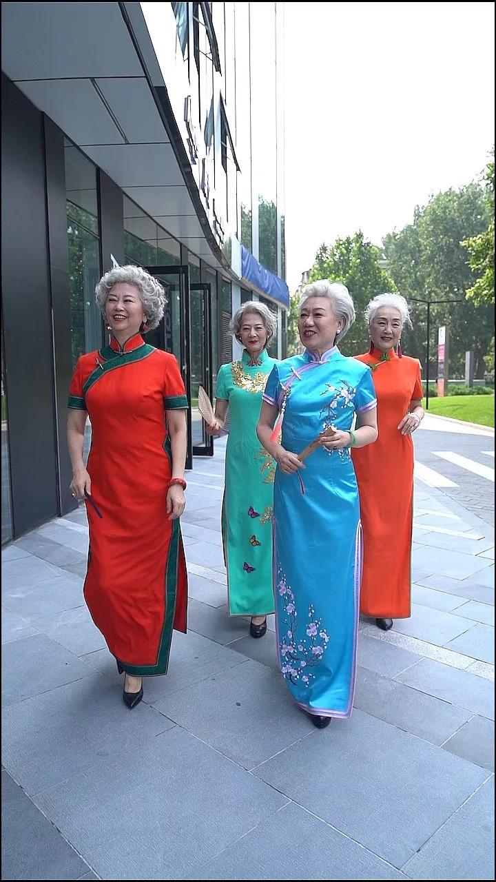 """""""Chất"""" như 4 bà ngoại Trung Quốc: Lúc trẻ làm quan to, về già theo đuổi nghiệp người mẫu để giữ khí chất trường tồn của người phụ nữ  - Ảnh 1."""