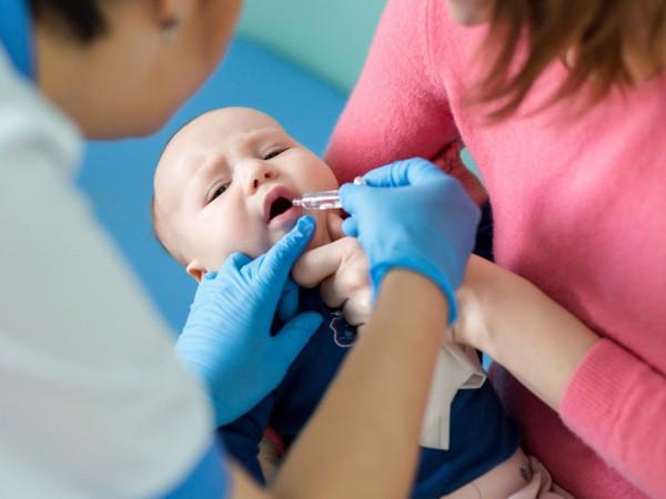 CDC_rotavirus_baby_vaccine920