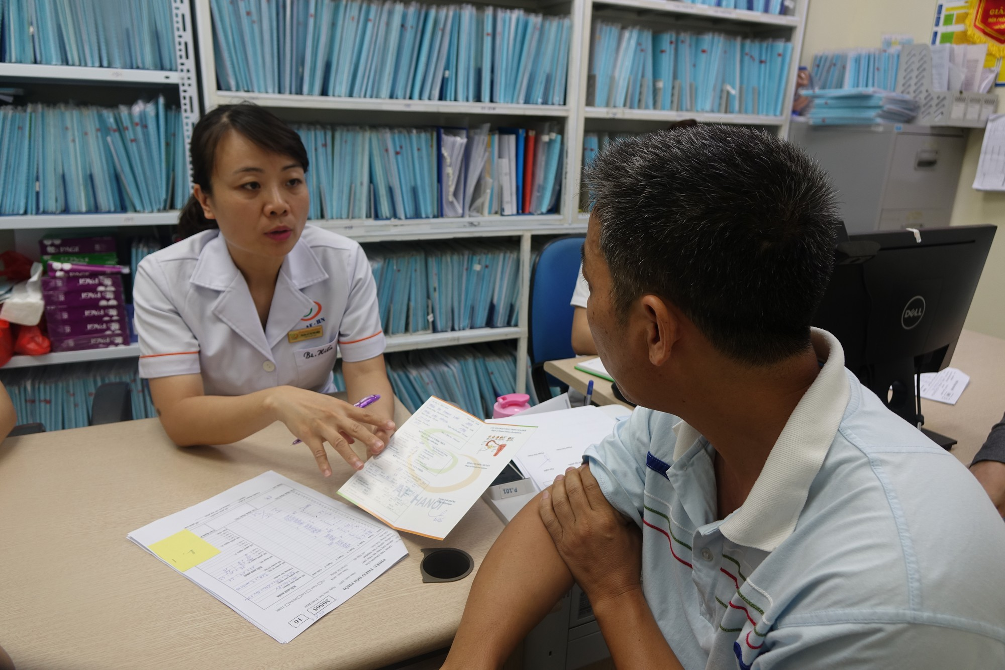 Bác sĩ vạch mặt những thói quen hàng ngày gây vô sinh ở người trẻ Việt, nhiều người biết nhưng chủ quan - Ảnh 2.