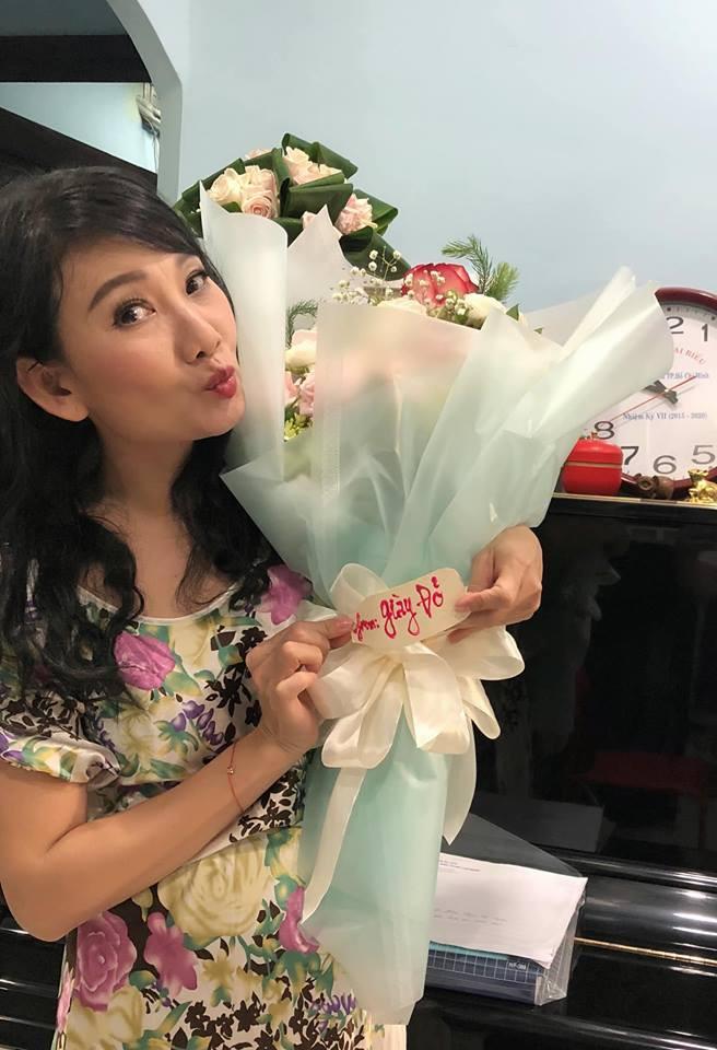 """Cuộc sống ngoài đời của """"mẹ chồng"""" cay nghiệt trên màn ảnh Việt: U50 vẫn cô đơn nhưng nhan sắc lại lão hóa ngược - ảnh 2"""