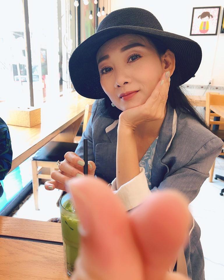 """Cuộc sống ngoài đời của """"mẹ chồng"""" cay nghiệt trên màn ảnh Việt: U50 vẫn cô đơn nhưng nhan sắc lại lão hóa ngược - ảnh 7"""