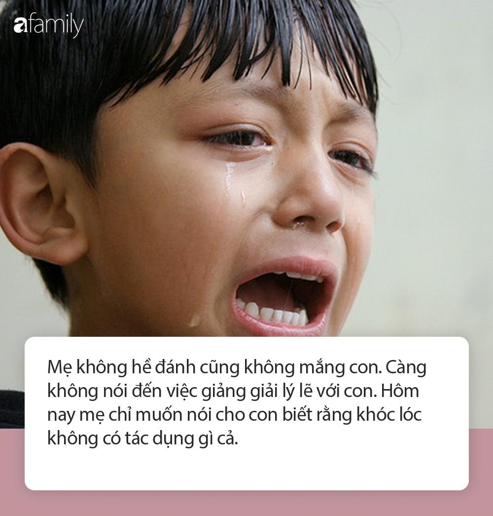 Con khóc
