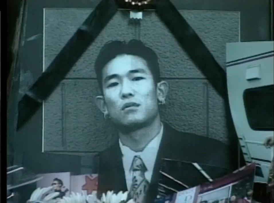 Nam ca sĩ Hàn đột ngột qua đời 24 năm trước: Nghi phạm là bạn gái nhưng trắng án nhờ gia thế khủng, gia đình ngày đêm mong sự thật sáng tỏ - Ảnh 2.
