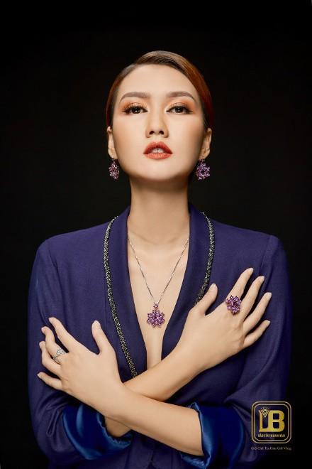 Thiên nhiên tươi đẹp được thổi hồn trong BST trang sức mới của Bảo Tín Thanh Vân - Ảnh 4.