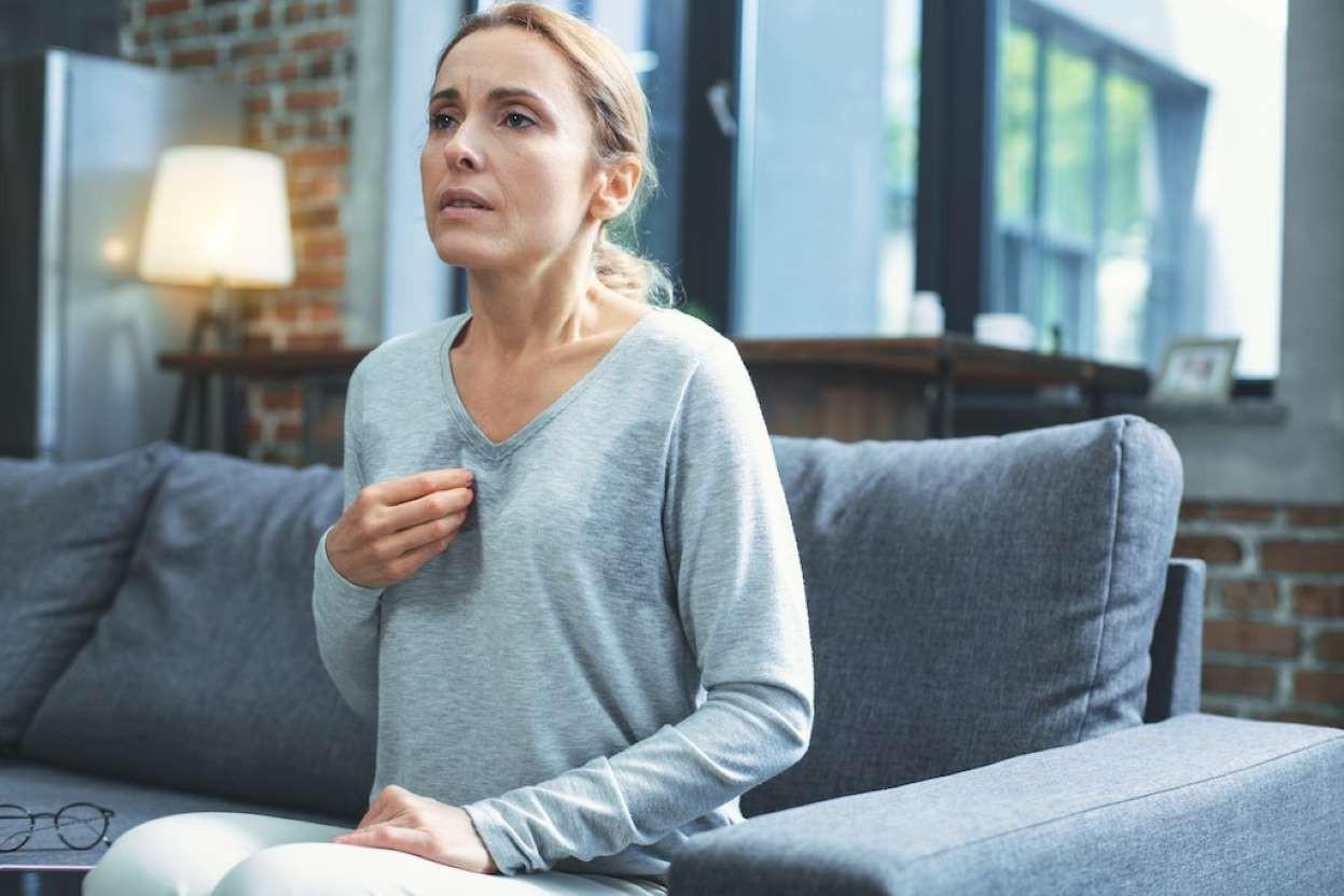 12 dấu hiệu tưởng bình thường nhưng cảnh báo bệnh tim mạch, bỏ qua là tự đưa mình đến cửa tử  - Ảnh 2.