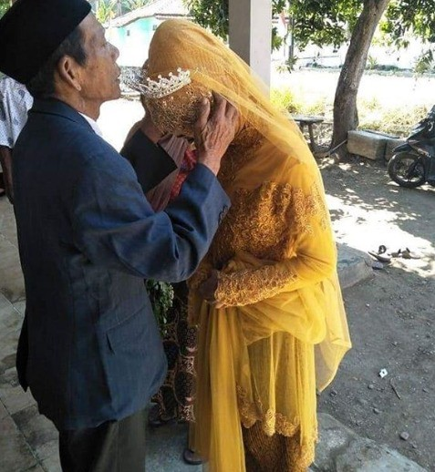 27yo-woman-marries-83yo-grandfather-after-she-fell-in-love-at-first-sight-with-him-world-of-buzz