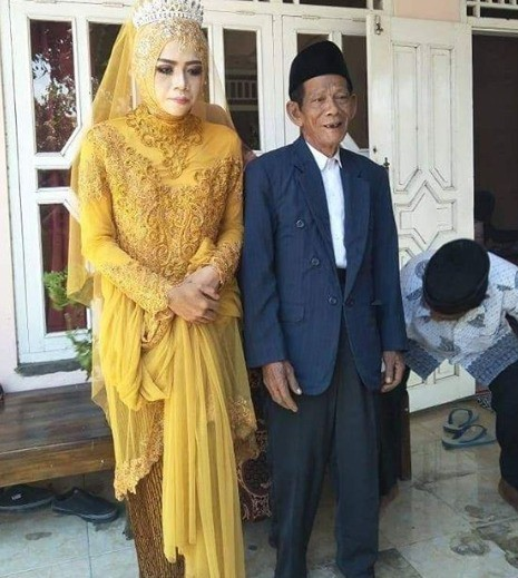 27yo-woman-marries-83yo-grandfather-after-she-fell-in-love-at-first-sight-world-of-buzz