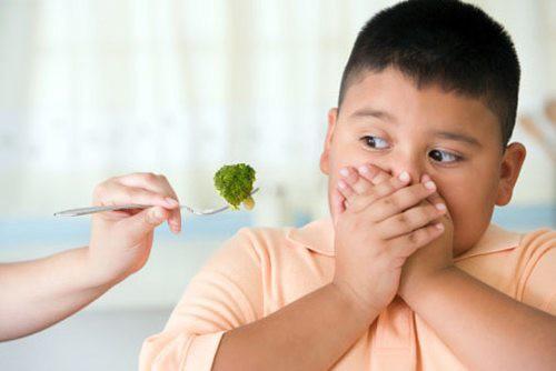 """Bé 11 tuổi đang lớn """"vù vù"""" bỗng kêu đau ngực, bác sĩ khẳng định phát triển sớm vì món ngon mẹ ép ăn hàng ngày - Ảnh 2."""