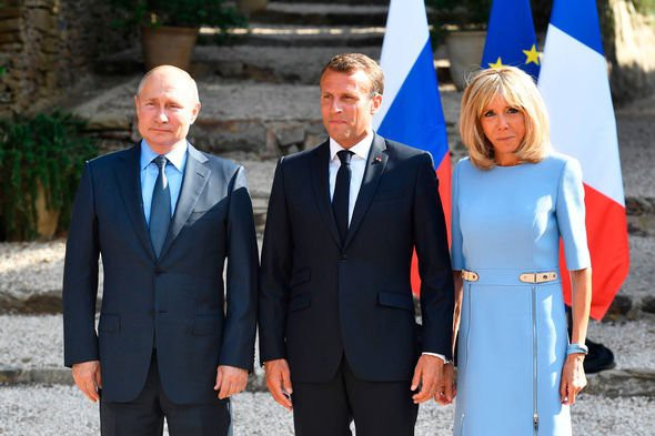 Brigitte-Macron-Emmanuel-Macron-Vladimir-Putin-2017198