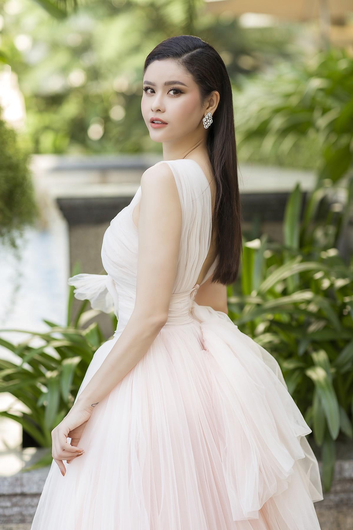 SHow Phuong My33