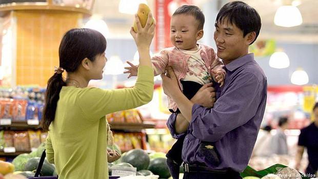 Mẹ Đỗ Nhật Nam chia sẻ bí quyết dạy con: Muốn con ngoan bố mẹ nhất định không được thể hiện tính khôn vặt - Ảnh 1.