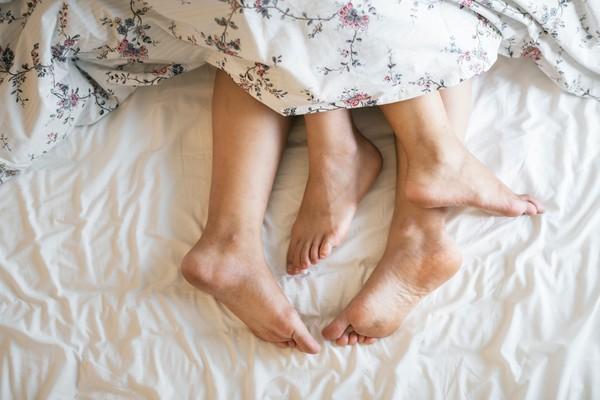 Người đàn ông cầu cứu bác sĩ vì không tìm thấy lỗ âm đạo của vợ, lý do thật sự khiến 2 vợ chồng đều sốc - Ảnh 1.