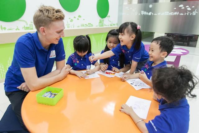 Đừng ép trẻ học tiếng Anh, hãy giúp trẻ thích học - Ảnh 1.