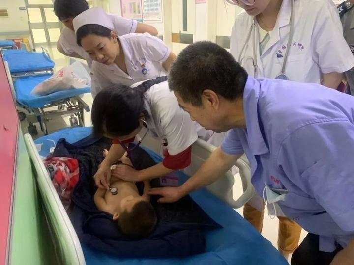 Được giúp đưa đến bệnh viện khi say bét nhè, người mẹ tỉnh dậy nói dối để bỏ rơi con trai nhưng hôm sau gọi cảnh sát nhờ tìm con - Ảnh 1.