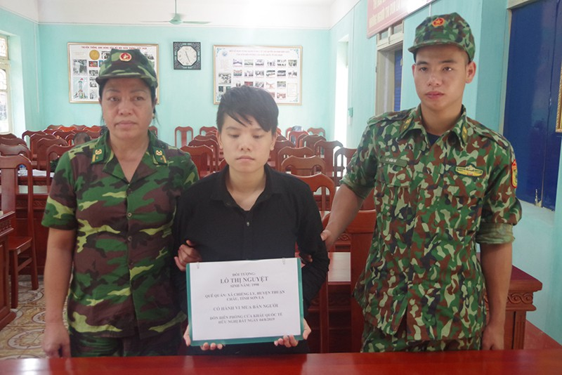 Nữ quái buôn người bị bắt giữ trên đường sang Trung Quốc bán bé trai 1 tuần tuổi - Ảnh 1.