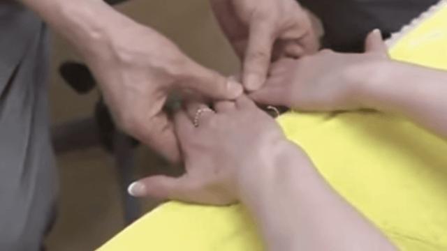 """Học tập ngay bài tập kỳ diệu """"cứu rỗi"""" cái lưng của dân công sở Nhật: Nằm im 5 phút là mọi nhức mỏi đều tan biến! - Ảnh 9."""