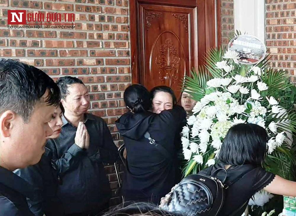 Học sinh lớp 1 trường Gateway tử vong: Ông ngoại tiết lộ về chiếc áo trắng - Ảnh 1.