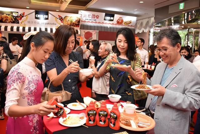Người Nhật thích thú với trải nghiệm ẩm thực mới lạ từ tương ớt CHIN-SU - Ảnh 4.