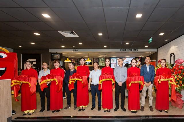 McDonald's tưng bừng khai trương nhà hàng thứ 4 tại Hà Nội, đánh dấu bước phát triển mới trong chiến lược mở rộng thị trường miền Bắc - Ảnh 1.
