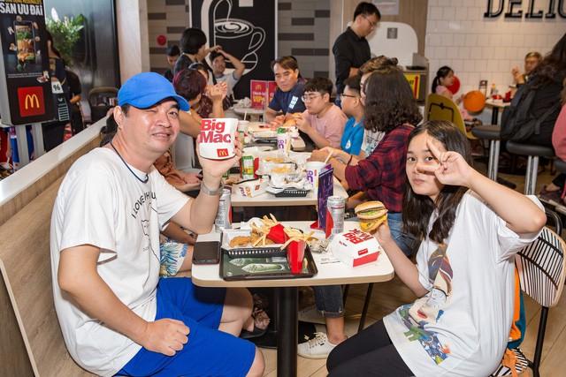 McDonald's tưng bừng khai trương nhà hàng thứ 4 tại Hà Nội, đánh dấu bước phát triển mới trong chiến lược mở rộng thị trường miền Bắc - Ảnh 4.