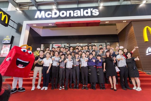 McDonald's tưng bừng khai trương nhà hàng thứ 4 tại Hà Nội, đánh dấu bước phát triển mới trong chiến lược mở rộng thị trường miền Bắc - Ảnh 5.