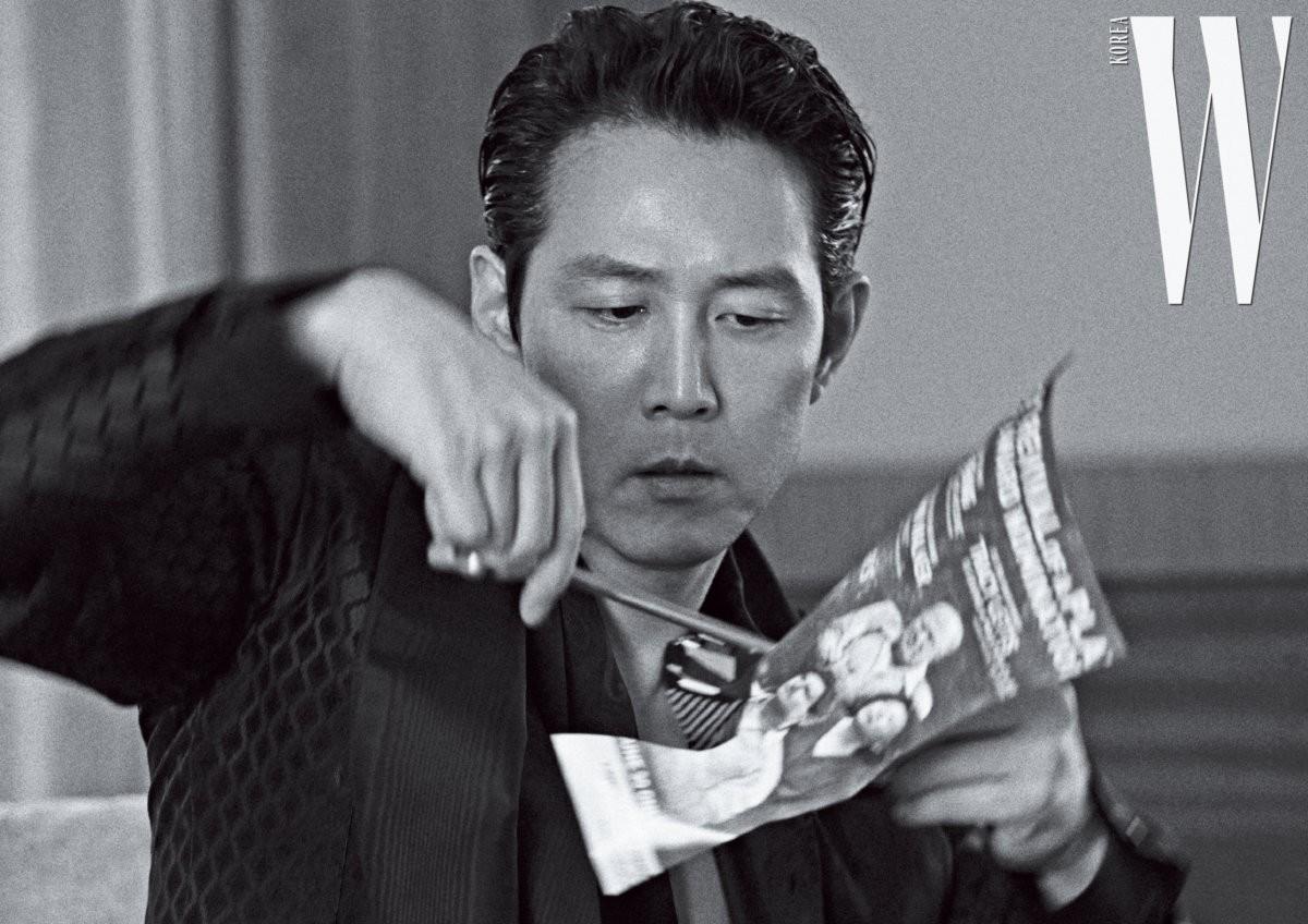 lee-jung-jae-for-w-korea-july-2019-1