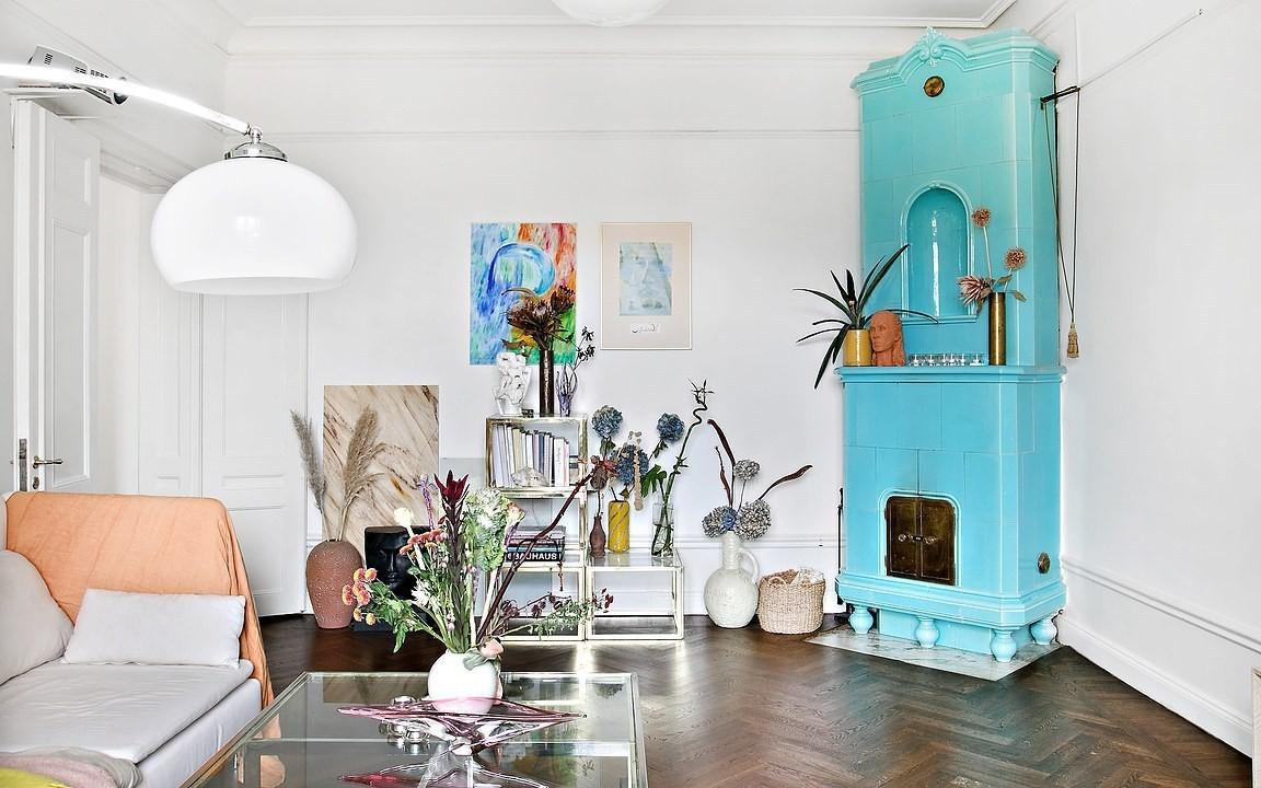 Căn hộ 52m² méo mó xiên xọ vẫn đẹp không thể rời mắt khi được ưu ái décor với bảng màu xanh