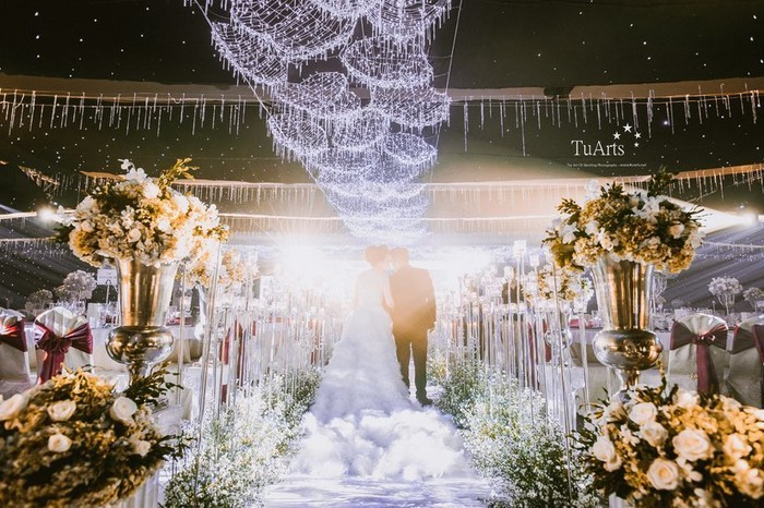 Những đám cưới xa hoa, dát đầy vàng của con đại gia Việt - Ảnh 12.