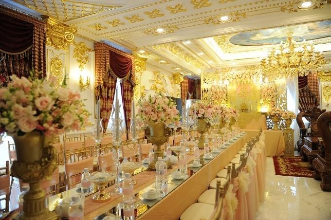 Những đám cưới xa hoa, dát đầy vàng của con đại gia Việt - Ảnh 3.