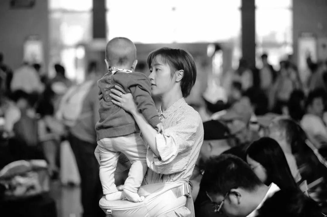 """Phát ngôn gây tranh cãi của nhà văn Anh: Việc mang thai như """"một cái bẫy"""", phụ nữ đã bước vào sẽ không thể thoát ra - Ảnh 2."""