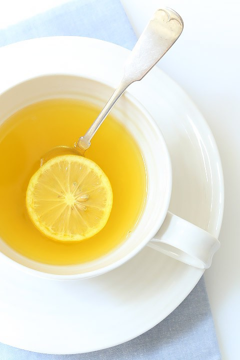 lemon-ginger-detox-drink-spoon