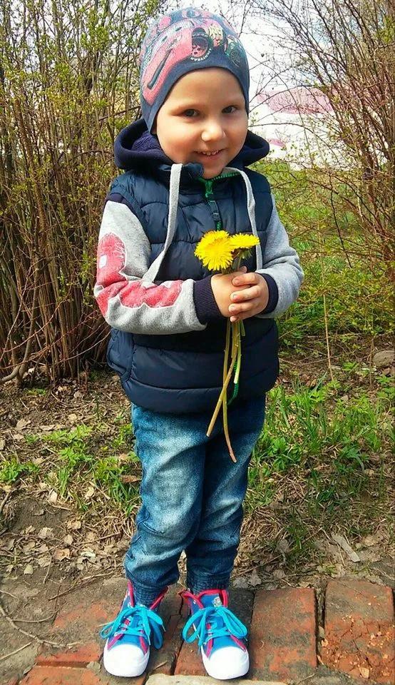 Thấy ông té vào lò sưởi, cháu trai 6 tuổi lao vào giải cứu đến mất mạng, được thân cận với Tổng thống Putin trao tặng huy chương dũng cảm - Ảnh 2.