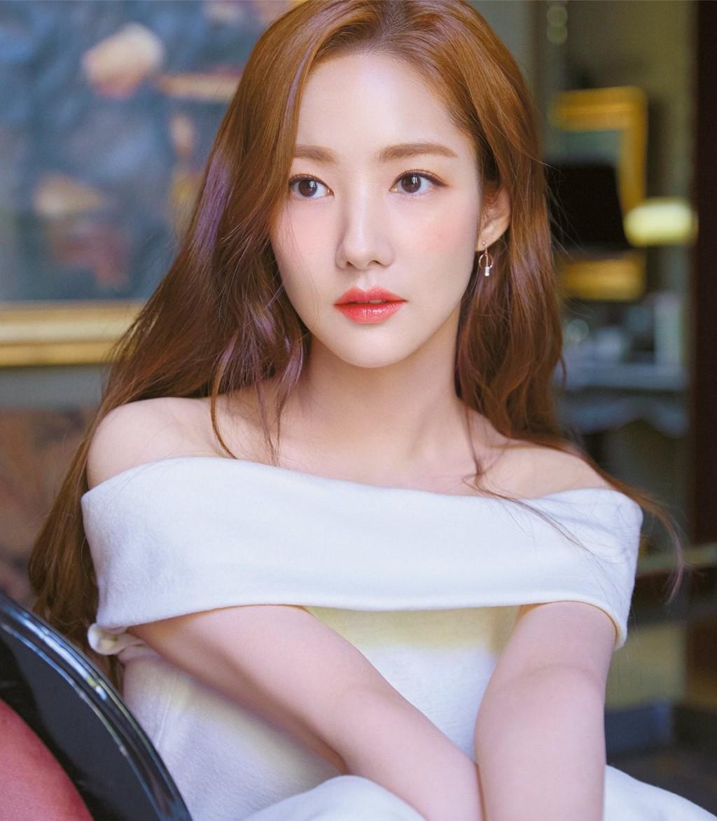 """So kè nhan sắc hai đại mỹ nhân sắp tới Việt Nam: Tình cũ Lee Min Ho mang danh """"dao kéo"""", người đẹp SNSD bị gọi là """"bình hoa di động - ảnh 10"""