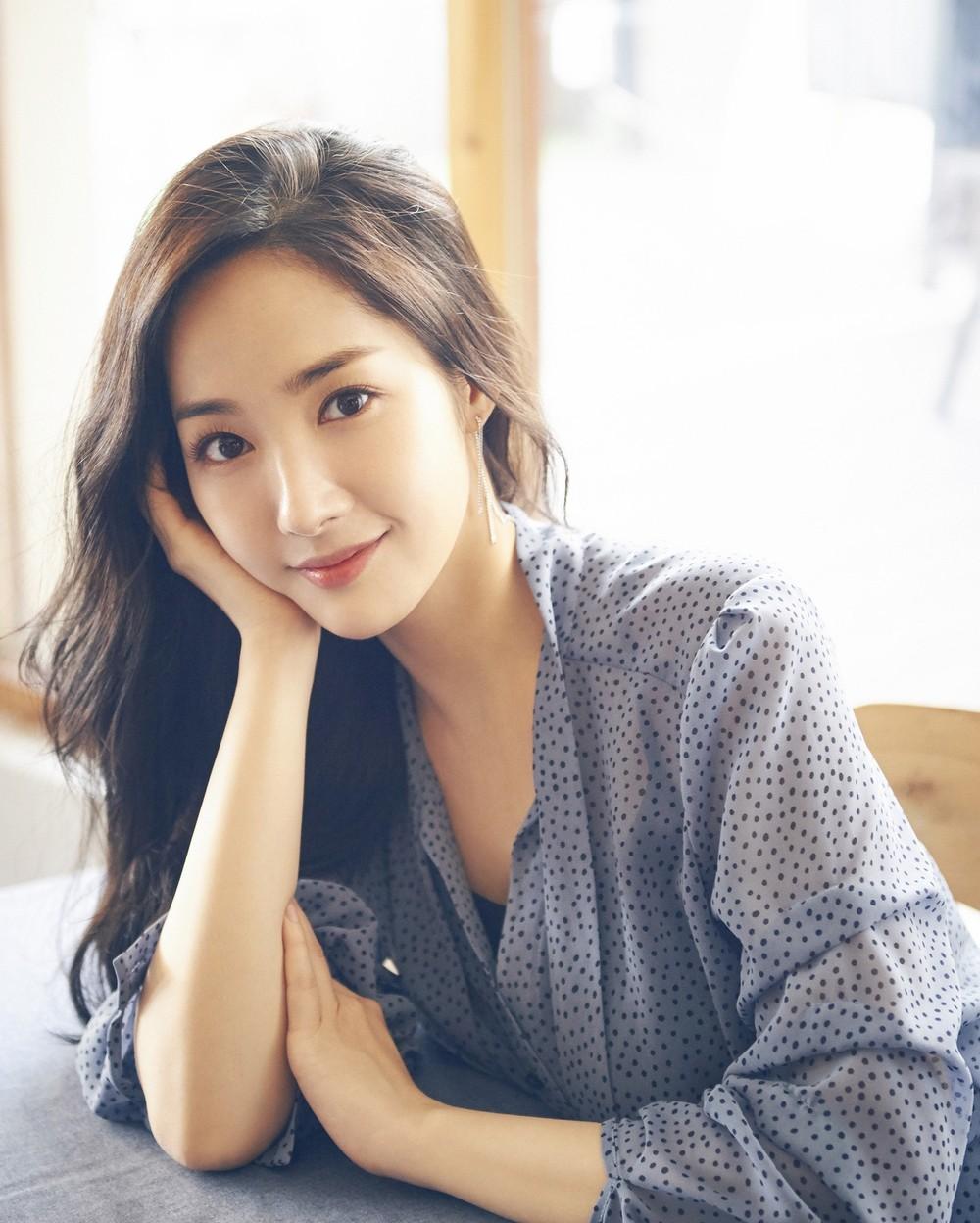 """So kè nhan sắc hai đại mỹ nhân sắp tới Việt Nam: Tình cũ Lee Min Ho mang danh """"dao kéo"""", người đẹp SNSD bị gọi là """"bình hoa di động - ảnh 15"""