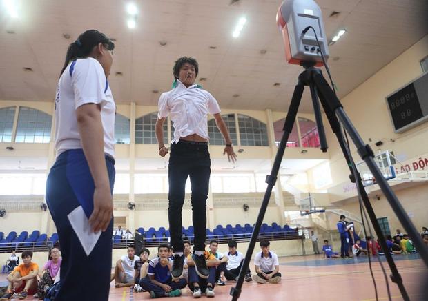 Ngắm loạt ảnh thời đi học của dàn cầu thủ đội tuyển Việt Nam: Ai cũng nhìn cực ngố tàu, riêng Xuân Trường gây bất ngờ với thành tích học tập khủng - Ảnh 12.