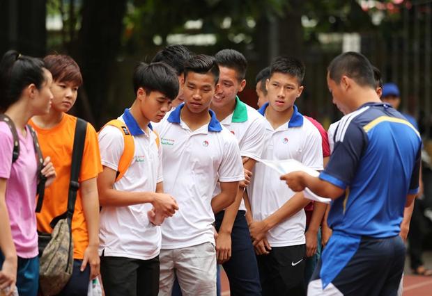 Ngắm loạt ảnh thời đi học của dàn cầu thủ đội tuyển Việt Nam: Ai cũng nhìn cực ngố tàu, riêng Xuân Trường gây bất ngờ với thành tích học tập khủng - Ảnh 14.