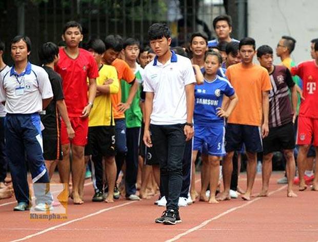 Ngắm loạt ảnh thời đi học của dàn cầu thủ đội tuyển Việt Nam: Ai cũng nhìn cực ngố tàu, riêng Xuân Trường gây bất ngờ với thành tích học tập khủng - Ảnh 15.