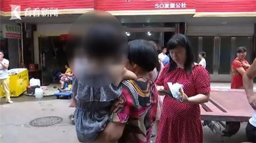 """Đang đi chợ, người phụ nữ bất ngờ bị xe 3 bánh tông trọng thương, sau khi cảnh sát đến nơi mới bất ngờ với """"kẻ gây tai nạn"""" - Ảnh 4."""
