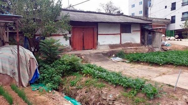 Nghi phạm trong vụ giết người hàng loạt đầu tiên ở Hàn lộ diện sau 33 năm: Đội lốt người lương thiện, từng cưỡng bức và giết hại em vợ - Ảnh 3.