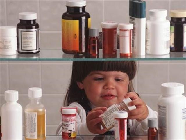 Bác sĩ chỉ cách cứu sống trẻ khi bị ngộ độc - Ảnh 1.