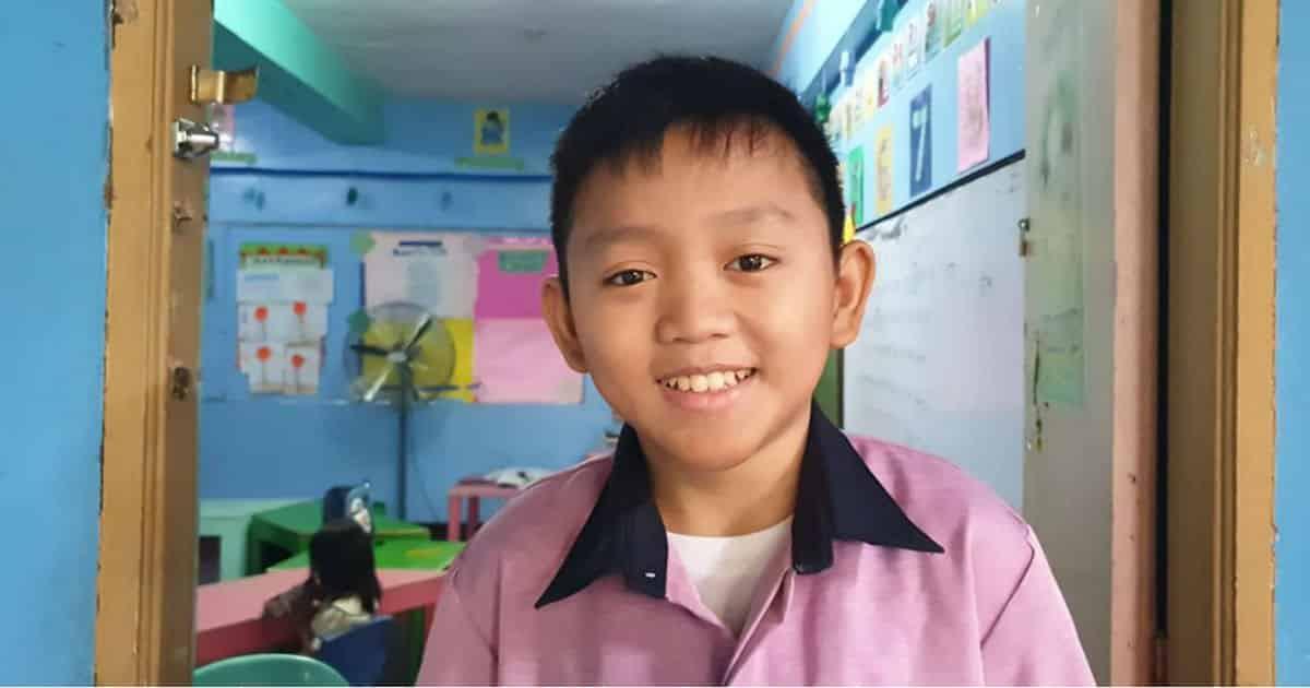 Lạ kỳ thầy giáo 22 tuổi sở hữu gương mặt trẻ thơ, đứng cạnh học trò lớp 5 ai cũng lầm tưởng là bạn của những đứa trẻ - Ảnh 1.