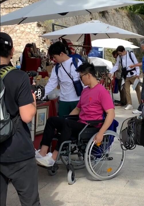 Xót xa với hình ảnh người tình cũ của Phạm Băng Băng - Lý Thần phải ngồi xe lăn, vô cùng tiều tuỵ - Ảnh 2.