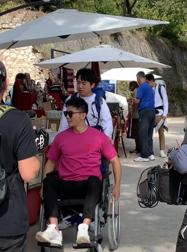 Xót xa với hình ảnh người tình cũ của Phạm Băng Băng - Lý Thần phải ngồi xe lăn, vô cùng tiều tuỵ - Ảnh 1.