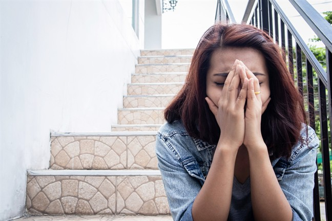 Tôi rơi nước mắt khi ông chủ đẩy người mẹ ra đường, bà chủ nở nụ cười mãn nguyện nhưng vài ngày sau cả hai vợ chồng nhận được tin dữ - Ảnh 2.