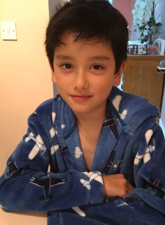 """Cậu bé lai Anh xinh như thiên thần, làm nhiều mẹ bỉm sữa """"ầm ầm"""" xin nhận làm con rể - Ảnh 6."""