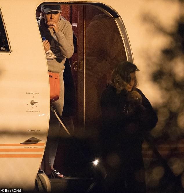 Đám cưới thế kỷ của Justin Bieber và Hailey Baldwin: Katy Perry và siêu mẫu Kendall Jenner đến dự hôn lễ bằng phi cơ riêng - Ảnh 2.