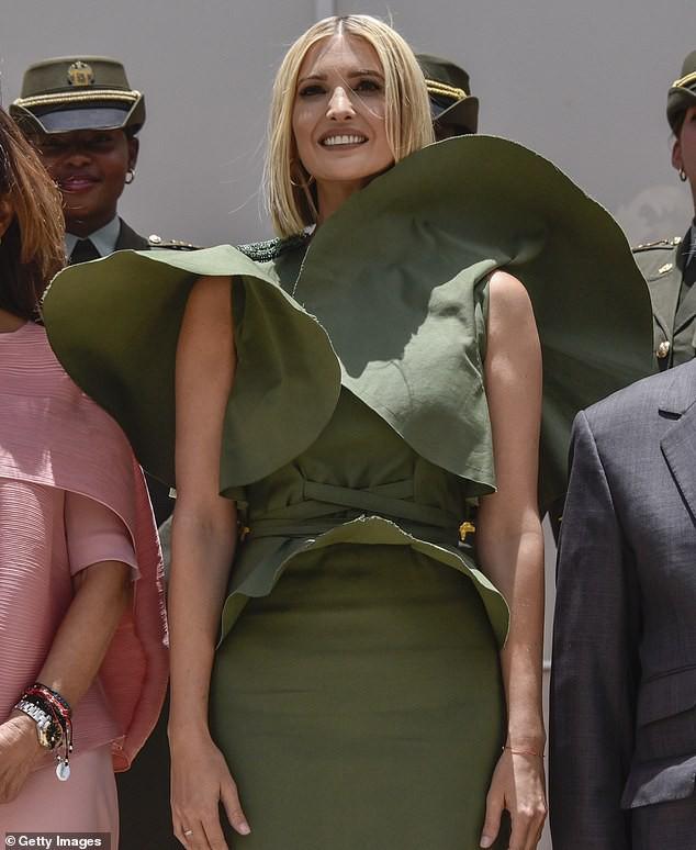 Bao điểm thời trang sang chảnh của ái nữ Tổng thống Trump bỗng bay biến sạch sẽ chỉ vì một cơn gió vô tình - Ảnh 4.