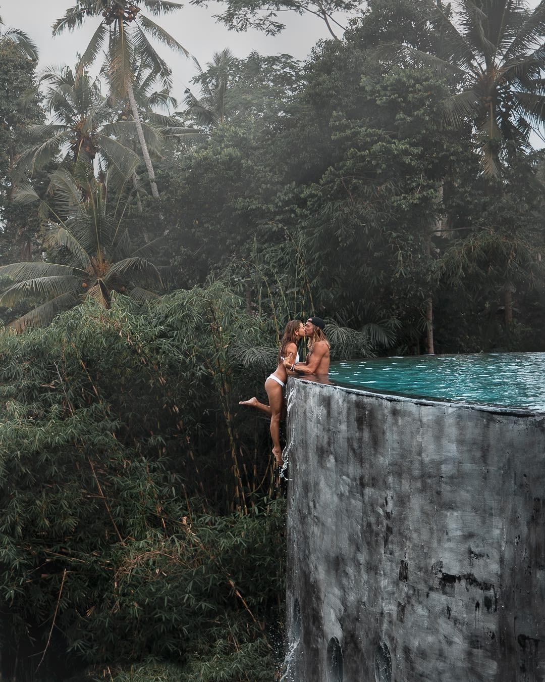 """Bất chấp scandal trước, cặp đôi travel blogger tiếp tục mạo hiểm chụp ảnh """"sống ảo"""", còn """"cà khịa"""" lại chỉ trích của dân mạng - Ảnh 2."""